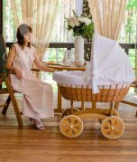 Baby Stubenwagen XXL HOME - Holzfarbe Natur - Inklusive Bettset Weiss